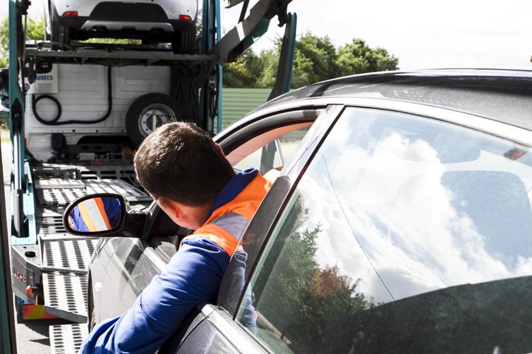 chargement-voiture-sur-camion-transports-rabouin