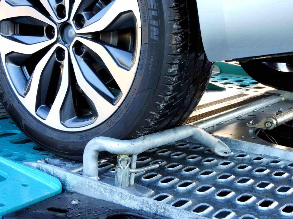 Calage roue de voiture transport véhicule